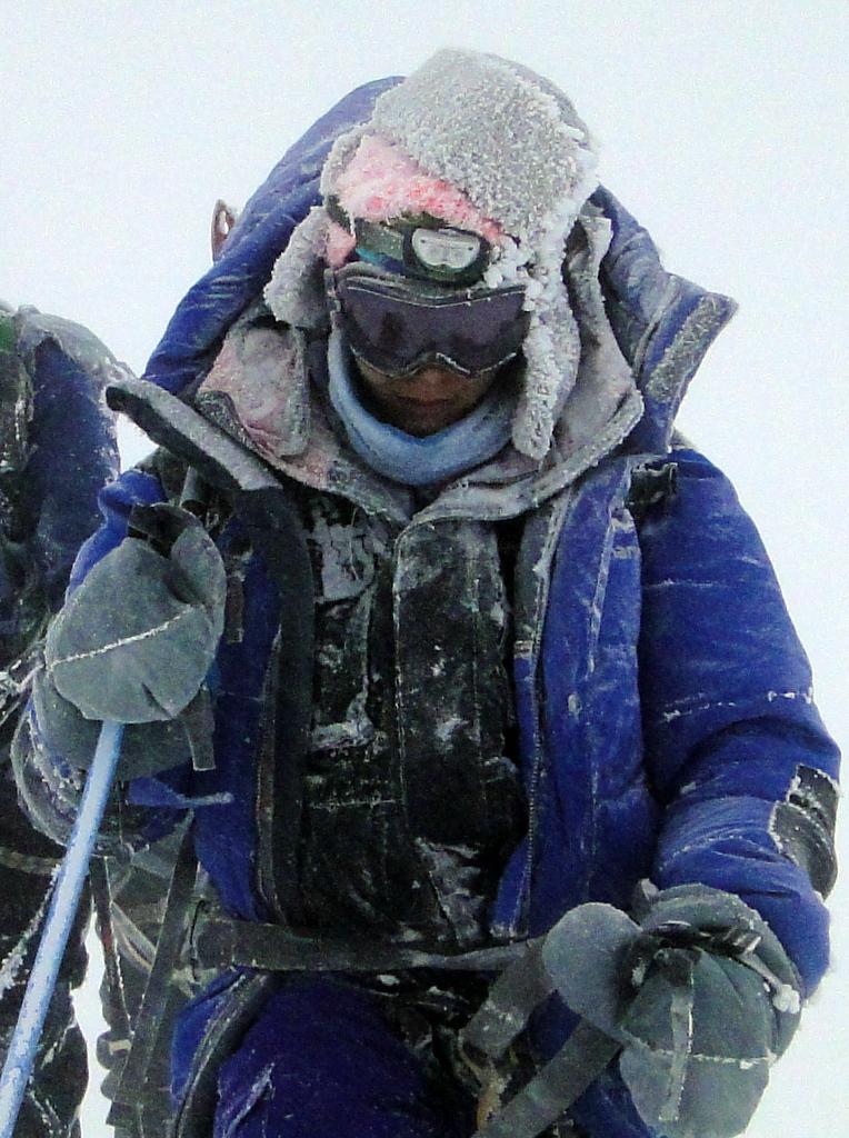 1-ritika-at-elbrus-in-snow